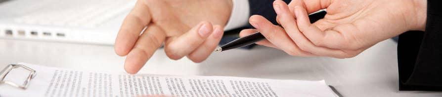 ¿Qué información debe aparecer en la póliza de seguros?