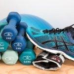 Cómo entrenar con pesas de forma segura para la prevención de lesiones