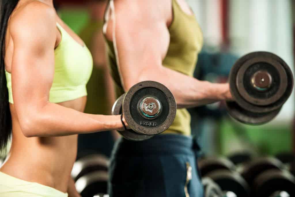 ¿Qué es mejor: hacer cardio o pesas?