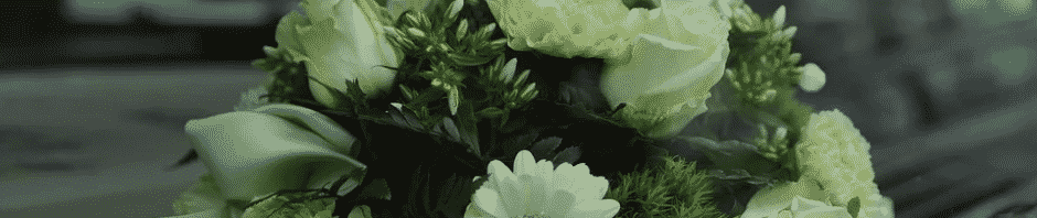 flores en lápida