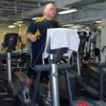 Cómo afecta la reacción química entre el sudor y la lejía a la calidad del aire de los gimnasios