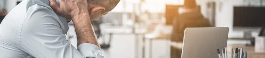 Cómo reducir la tensión relacionada con el estrés en el cuello y los hombros